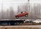 Reklamy, které stojí za to: Fiat 127 skáče na vlak