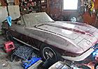 Otevřená Corvette C2 k mání. Nefunkční a s patinou, ale původní
