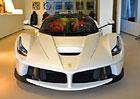 Ferrari LaFerrari: Na �esk� silnice m��� t�et� exempl��