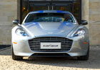 Elektrick� Aston Martin RapidE p�ijde v roce 2018, s v�vojem pom�ou ���an�