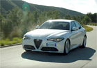 Alfa Romeo Giulia poprv� v pohybu: Video pln� �ir� dokonalosti!