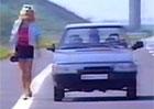 Video: Dobové reklamy na Škodu Favorit. Průjezd zdí, Kateřina Brožová a bílé ponožky...