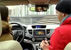 Video: Míša se pokouší v Hondě CR-V nastavit telefon
