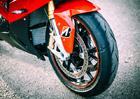 Test novinky od Bridgestone: Okruh F1, tma a 200 koní pod zadkem