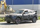 Alfa Romeo Stelvio: Testovací exempláře stále kryje mohutná kamufláž