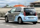 Prodeje elektroaut na českém trhu silně klesají. Čekají zákazníci na dotace?