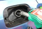 Průměrné ceny benzinu a nafty v Česku opět klesají