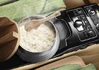 Audi A8 v Japonsku dostalo rýžovar ovládaný přes infotaiment. Je tohle snad vtip?