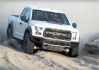 Video: Ford F-150 Raptor a jeho tlumi�e v ter�nu