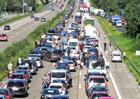 Vyrážíte o víkendu autem na dovolenou? Připravte se na dopravní masakr!