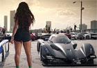 Video: Rapper Pitbull, natažený Veyron, hromada holek a... Praga R1!