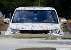 Nový Land Rover Discovery na špionážních fotkách. Testují ho i děti