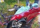 Od těchto zbytků Fordu Mustang odešel řidič po svých