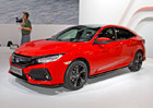 Nov� Honda Civic na�ivo: Kone�n� se v n� dob�e sed�, do �eska doraz� i sedan