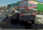 Video: Rusk� n�let. BMW X3 torp�dov�no Infiniti FX45