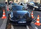 Trest za špatné parkování: Porsche skončilo s odpálenou kapotou!
