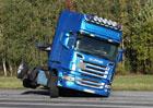 Scania a školení proti převrácení s kamionem