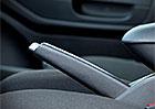 Mechanická parkovací brzda: Musíme při zatahování stisknout tlačítko, nebo ne?