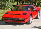 Seriálové Ferrari 308 GTS Toma Sellecka mění majitele. Za pakatel...