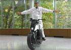 Honda Riding Assist: Jak funguje motorka, která nespadne?
