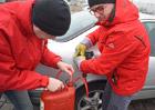 Jak se krade palivo z nádrže? Jde to snadno i u moderních aut! Poradíme, jak se bránit!