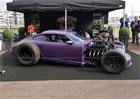 Hot rod z Porsche 911 má V8 od Fordu