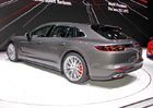 Video: Vejde se do kombíku od Porsche vůbec něco?