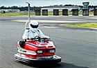 Tohle nejrychlejší pouťové autíčko na světě vyzkoušel sám Stig. Jak jel rychle?