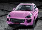 Barbíny by měly radost. Čínská kopie Porsche Macan je nejrůžovější auto na světě