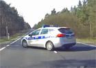 Video: Předjíždění policejního auta nedopadlo vůbec dobře!