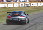 """Premiéra Porsche 911 GT2 RS se nevydařila. Pokus o """"donuty"""" skončil trapasem"""