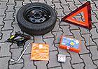 Povinná výbava auta: Víte, co všechno do ní patří? A na co byste neměli zapomínat v zahraničí?