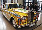 Čím jezdily hvězdy The Beatles? Pokresleným Phantomem či Aston Martinem s gramofonem