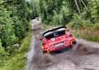 Finská rallye: Kdo vytáhne vyšší kartu?