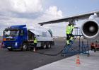 Automobilové kontra letecké palivo: V čem se liší a co když letecké palivo natankujeme do auta?