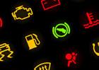 Víte, co znázorňují kontrolky v autě? Připomeňte si ty nejdůležitější!