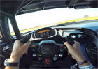 Takto vypadá jízda v nejextrémnějším Aston Martinu z vlastního pohledu. Je to strhující podívaná!