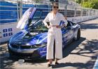 Modelka Kate Upton se svezla v BMW i8. Prý moc nejelo...