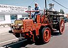Americký komik opět baví svět: Po Los Angeles jezdil v hasičském voze z roku 1911!