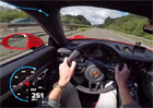 Radost vidět a hlavně slyšet: Porsche 911 GT3 sviští 309 km/h po autobahnu