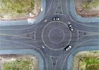 Uber zintenzivnil testy aut bez řidiče. Vystavěl pro ně falešné městečko plné nástrah
