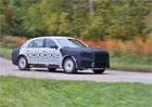Nová limuzína pro Putina poprvé na videu. Ruský Rolls-Royce dostane osmiválec