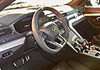 Lamborghini Urus poprvé nechalo nahlédnout do interiéru. Má dva displeje jako Audi!