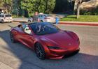 Šéfdesignér Tesly vzal na projížďku nový Roadster. Nedopadlo to šťastně