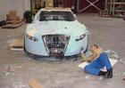 Starý Mercedes, montážní pěna, spousta volného času a příšerný výsledek