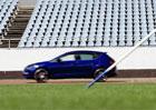 Seat Leon Cupra vyzval Báru Špotákovou na netradiční souboj. Je rychlejší hot hatch, nebo oštěp?