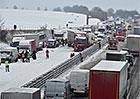 Jak se chovat při hromadné dopravní nehodě? Kde zastavit? A lze z auta vystoupit?