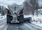 Americké řidiče trápí posypová sůl. Za opravy kvůli ní utratí desítky miliard ročně