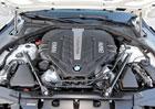 Osmiválcový benzin od BMW: Proč s ním v Americe mají problém?