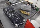 Podívejte se, jak britští odborníci renovují nejkrásnější vozy značky Jaguar